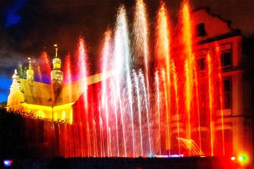 Kolorowe fontanny #fontanny #GrająceFontanny #woda