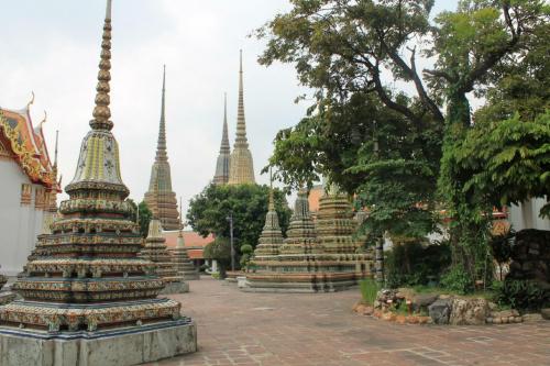 Wat Pho w Bangkoku. Wat Pho powstała w okresie Ajutthaji i jest świątynią buddyjską. Świątynia Odpoczywającego Buddy jest jedną z największych w Tajlandii. #Tajlandia #Bangkok