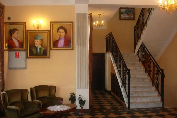 Widok z recepcji #DomWeselny #DwórSienkiewicz #hotel #okrzeja #restauracja
