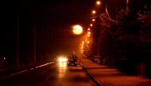 ŁYSY wieczorową porą ... #noc #księżyc #światła #CZARNYRYCERZ #kamper