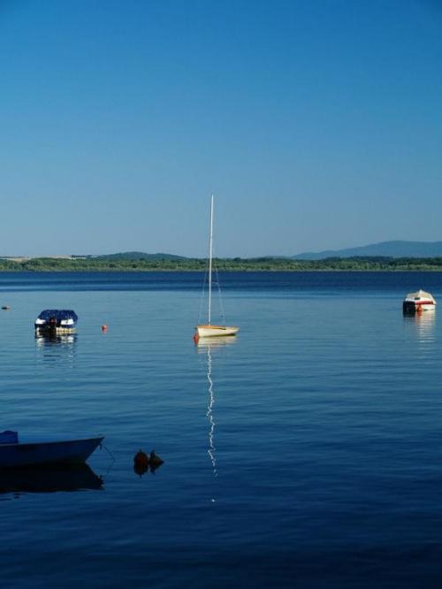 Łódka #łódka #woda #jezioro #wakacje