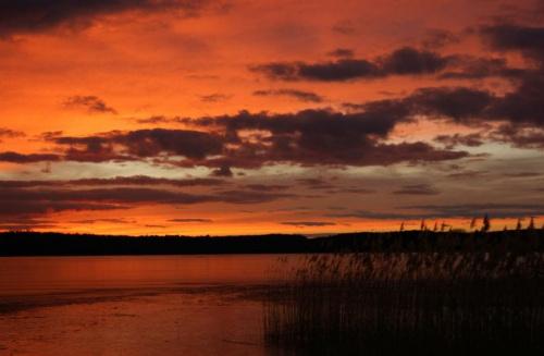 zimowy wieczór #chmury #jezioro #niebo #wieczór #zachód