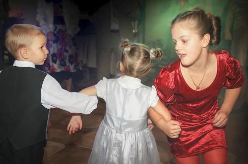 Na weselu wszyscy się bawią #dzieci #wesele #zabawa